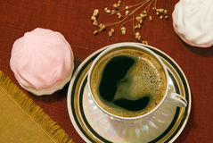 Coffee and marshmallows Royalty Free Stock Photos