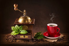 Coffee mill and a cup of coffee Royalty Free Stock Images