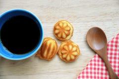 Coffee with mini sponge cake Royalty Free Stock Photo