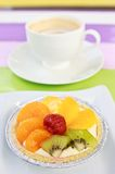 Coffee and mixed fruit pie Royalty Free Stock Photography