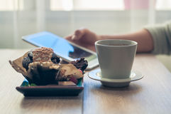 Coffee with a muffin for Breakfast Royalty Free Stock Images