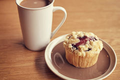 Coffee in mug and blueberry muffin Royalty Free Stock Photography