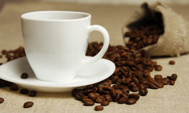 Coffee mug and coffee beans Royalty Free Stock Images