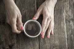 Coffee mug in hand Royalty Free Stock Photos