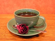 Coffee mug with rose Royalty Free Stock Photos