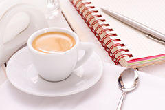 Coffee with notebook and pen Royalty Free Stock Photography