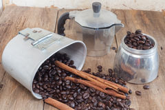 Coffee pot and coffee bean Royalty Free Stock Photos