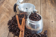 Coffee pot and coffee bean Royalty Free Stock Images