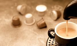 Free Coffee Pouring Into A Cup From A Pod Coffee Machine Royalty Free Stock Photography - 163912907