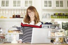 Coffee shopägare Royaltyfria Bilder