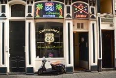 Coffee shop i Amsterdam royaltyfria bilder