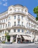 Coffee shop och byggnader i Wien Royaltyfri Bild