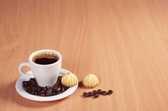 Coffee and small cookies Royalty Free Stock Photos