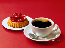 Coffee and strawberry flan Royalty Free Stock Photos