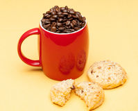 Coffee on the table. Coffee on the yellow background with cookie Royalty Free Stock Photos