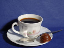 Coffee time. A cup of coffee with chocolate candy Royalty Free Stock Photography