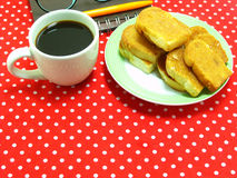 Coffee time with garlic bread Royalty Free Stock Photography