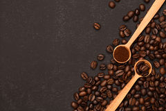 Coffee in two conditions: ground and beans Royalty Free Stock Photos