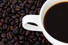 Coffeebean vit kopp Royaltyfria Foton