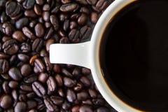 Coffeebean vit kopp arkivbild