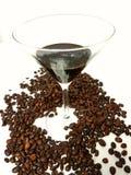Coffeebeans de vidro dos feijões do licor de Martiniglass Fotos de Stock Royalty Free