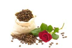 Coffeebeans en rozen Royalty-vrije Stock Afbeelding