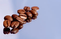 Coffeebeans, mirrored Royalty Free Stock Images