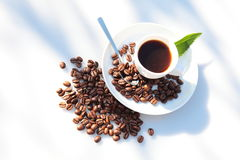 Coffeecup and many bean. White coffeecup on white background with coffee bean Stock Images