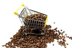 coffeed购物的台车豆隔绝了设计的概念 免版税库存图片