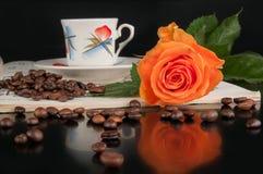 Coffeee e aumentou Fotografia de Stock Royalty Free