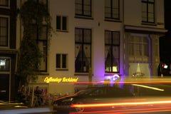 Coffeeshop阿姆斯特丹在夜之前 免版税库存照片