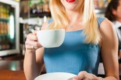 coffeeshop клиента кафа barista его Стоковые Фото