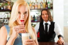 coffeeshop клиента кафа barista его Стоковое Изображение RF