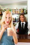coffeeshop клиента кафа barista его Стоковая Фотография