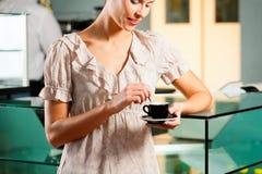 coffeeshop kobieta Fotografia Royalty Free