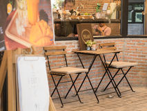 Coffelijst en stoel voor koffie Stock Fotografie