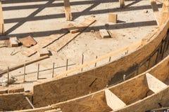 Coffrages en bois de construction de piscine photographie stock libre de droits