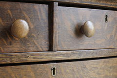 Coffre antique en bois de tiroir Photos libres de droits