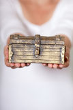 Coffre antique verrouillé Photographie stock