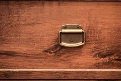 Coffre de bouton de porte des tiroirs en bois Photos stock