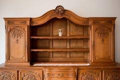 Coffre de meubles antiques d'étagère de tiroirs Image stock