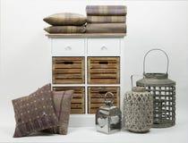 Coffre des tiroirs, des coussins et des ornements photo libre de droits
