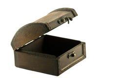 Coffre en bois antique d'isolement sur le fond blanc Photo libre de droits