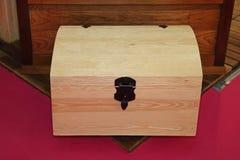 Coffre en bois de tronc Photos stock