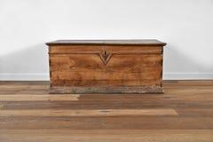 Coffre en bois de vintage Photo libre de droits