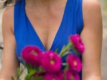 Coffre et fleurs sexy Photographie stock
