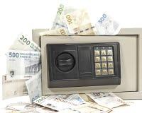 Coffre-fort bourré de l'argent image libre de droits