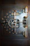 Coffre-fort de porte de chambre forte de banque de vintage Photos libres de droits
