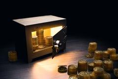 Coffre-fort en acier de banque sur un fond foncé image libre de droits