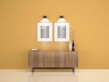 Coffret en bois sur le mur jaune avec 2 cadres et salons W de vase Photos libres de droits